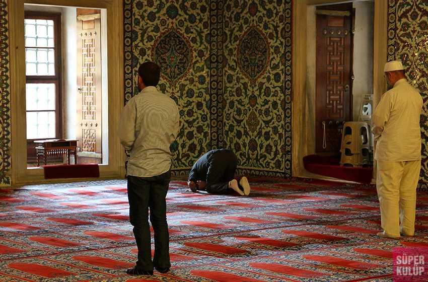 Ramazan Bayramı'nda camiler açık olacak mı, evde bayram namazı kılınır mı?