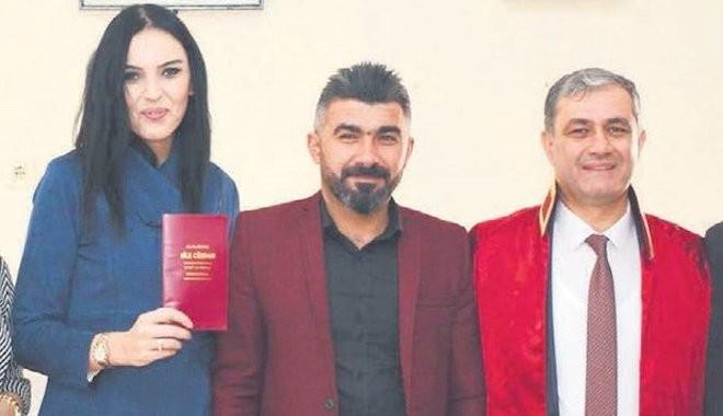 Elmalı Belediye Başkanı Halil Öztürk Makam şoförünün eşi ile yasak aşk yaşıyor!