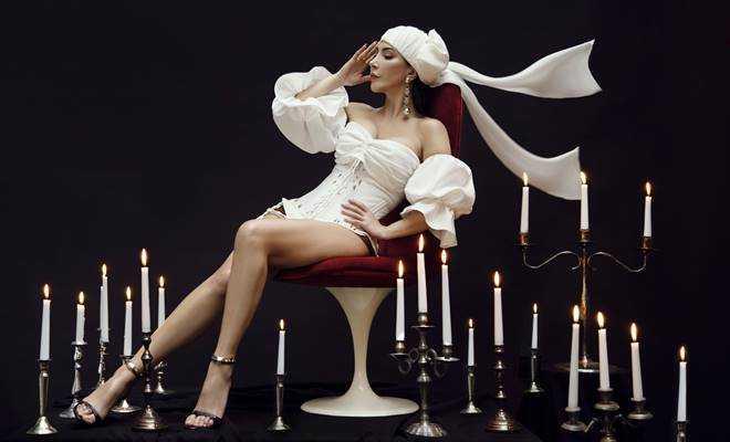 Hande Yener'den 20. yıla özel iki albüm birden