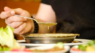 Ünlü et restoranında çorbadan cam parçası çıktı, müşteri hastanelik oldu