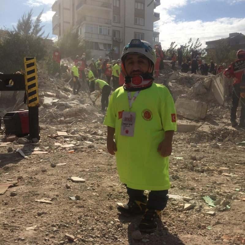 98 santimlik 'Rıdvan abi' deprem bölgesinde!