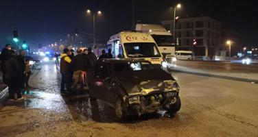 Polis ambulansa binmesi için yaralıya dil döktü