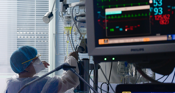 Koronavirüs nedeniyle 174 kişi hayatını kaybetti: Yeni vaka sayısı 10 bin 220 oldu