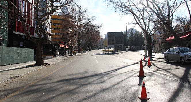 Başkent sokakları yeni yılın ilk gününde ıssız kaldı