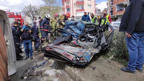 facia gibi kaza tir ezdi izlemek icin insaati doldurdular 1 - Facia gibi kaza: TIR ezdi! İzlemek için inşaatı doldurdular