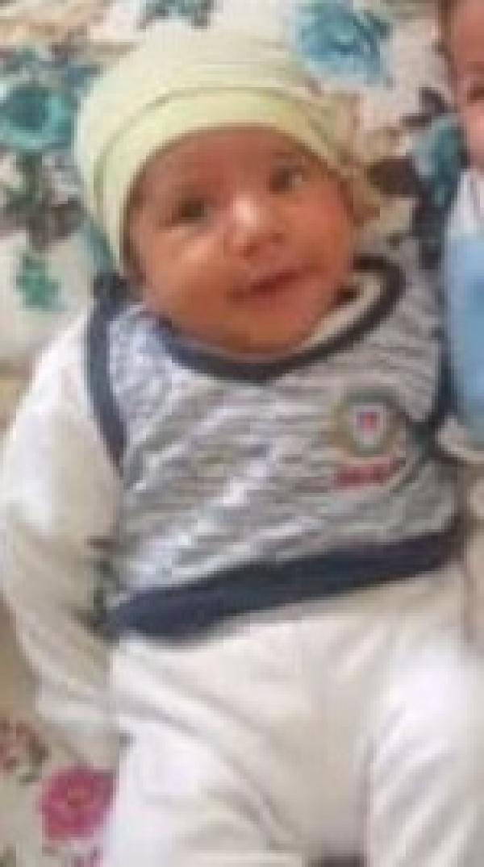 bir babanin en aci ani bebeginin cansiz bedenini kucaginda tasidi 0 - Bir babanın en acı anı! Bebeğinin cansız bedenini kucağında taşıdı