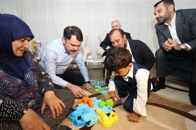 cumhurbaskani erdogan elazigli depremzede aileyle telefonda gorustu 1 - Cumhurbaşkanı Erdoğan, Elazığlı depremzede aileyle telefonda görüştü